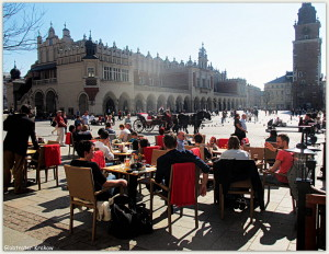 sunny day on the Market Square... Słoneczny dzień na Krakowskim Rynku... We wish you all a nice week... and welcome to Cracow... welcome to Globtroter... Życzymy Wam udanego tygodnia... i zapraszamy do Krakowa i do Globtrotera też...