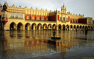 Good morning from a rainy Cracow... we wish you all a happy day... Dzień dibry z deszczowego Krakowa... życzymy wszystkin radosnego dnia... Cloth Hall... Sukiennice...