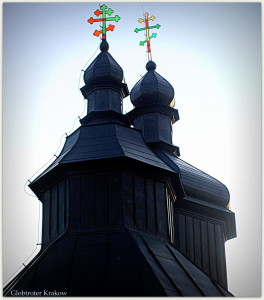 Domes on the roof of the Orthodox church in Bartne... Kopuły na dachu cerkwi w Bartnem