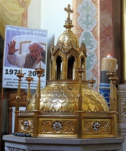 The Baptismal font inside the basilica at which was baptized Pope John Paul II... Chrzcielnica znajdująca się wewnątrz bazyliki przy której został ochrzczony papież Jan Paweł II